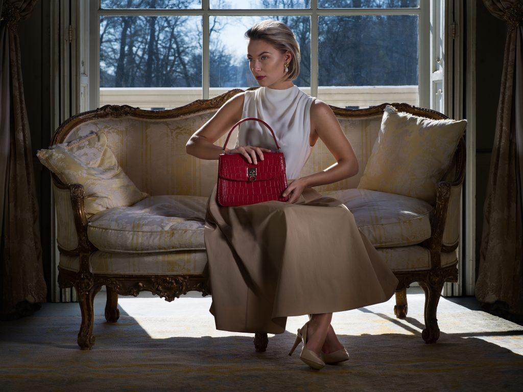 For ILNI Bags Photographer: Sara Vlekke Model: Lisa van Vlijmen Stylist: Maureen Cloesmeijer MUAH: Marieke van Dort